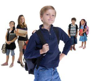 écoliers avec cartables-l'ecole de la Reussite